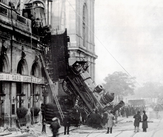 03 - Train wreck at Montparnasse 1895
