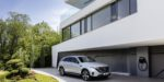 Mercedes-Benz EQC 400 4MATIC, (BR N293) / Hightechsilber / Interior: Electric Art / Der neue Mercedes-Benz EQC - der erste Mercedes-Benz der Produkt- und Technologiemarke EQ. Mit seinem nahtlosen klaren Design ist der EQC ein Vorreiter einer avantgardistischen Elektro-Ästhetik mit wegweisenden Designdetails und markentypischen Farbakzenten außen wie innen. / Schnelles Laden für zu Hause: Mit der neuen Generation der Mercedes-Benz Wallbox kann der EQC zu Hause bis zu drei Mal schneller laden als an der Haushaltssteckdose. / Der neue Mercedes-Benz ECQ (Stromverbrauch kombiniert: 22,2 kWh/100 km; CO2 Emissionen kombiniert: 0 g/km, Angaben vorläufig) // Mercedes-Benz EQC 400 4MATIC, (BR N293) / hightech silver / Interior: Electric Art / The new Mercedes-Benz EQC - the first Mercedes-Benz under the product and technology brand EQ. With its seamless, clear design, the EQC is a pioneer for an avant-garde electric look with trailblazing design details and colour highlights typical of the brand both inside and out. / Quick-charging in the home: With the new-generation Mercedes-Benz Wallbox, the EQC can be charged up to three times faster in the home than from a domestic power socket. / The new Mercedes-Benz EQC (combined power consumption: 22.2 kWh/100 km; combined CO2 emissions: 0 g/km, provisional figures)
