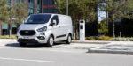 Ford ukázal plug-in hybrid Transit Custom, ale aj inovovaný veľký Transit