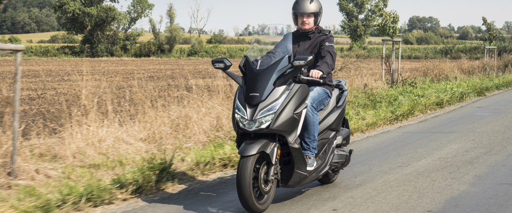 Test Honda Forza 125: Komfort väčšej motorky